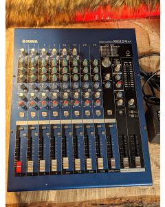 Yamaha  MG12/4FX mixer with FX effects SN1497