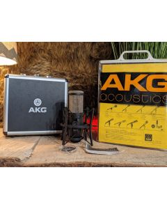 AKG P220 Large Diaphragm Cardioid Condenser Microphone with Case, Shockmount and Cable SN1005